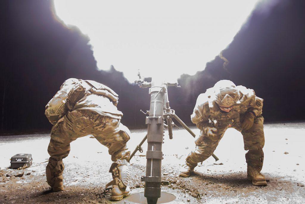 Американски войници минохвъргачка