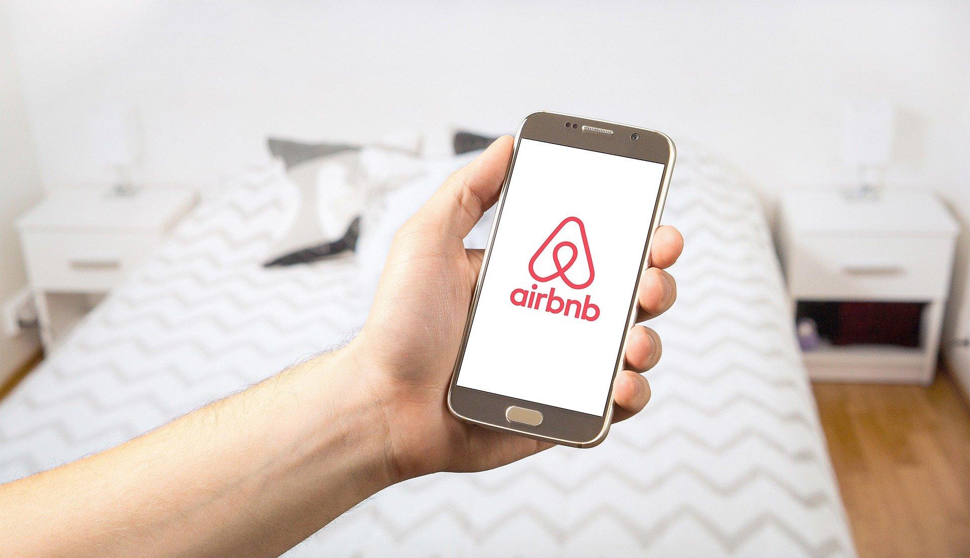 airbnb-smartphone