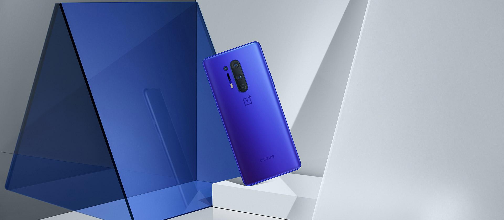 Oneplus8-pro-light-lifestyle-Blue