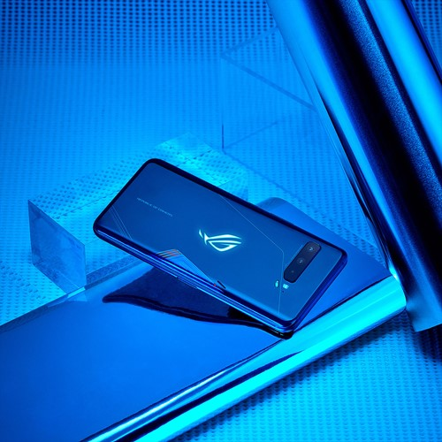 Asus ROG Phone III blue