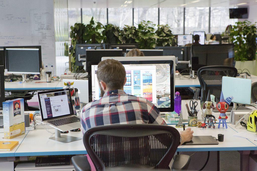 Skyscanner-Office-it-worker-programmer-designer