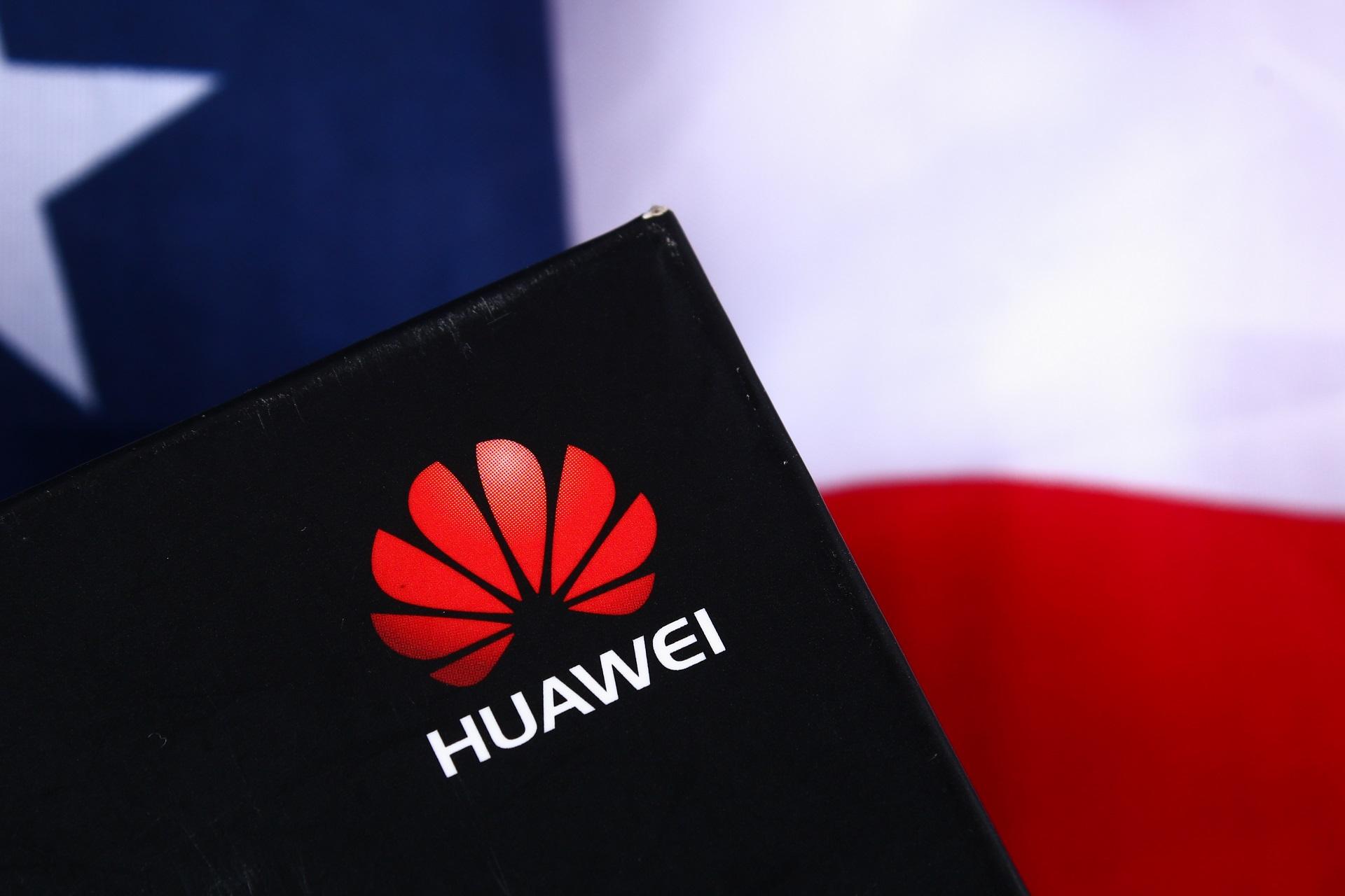 stck-huawei-usa-flag
