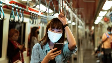 smartphone-mask-subway
