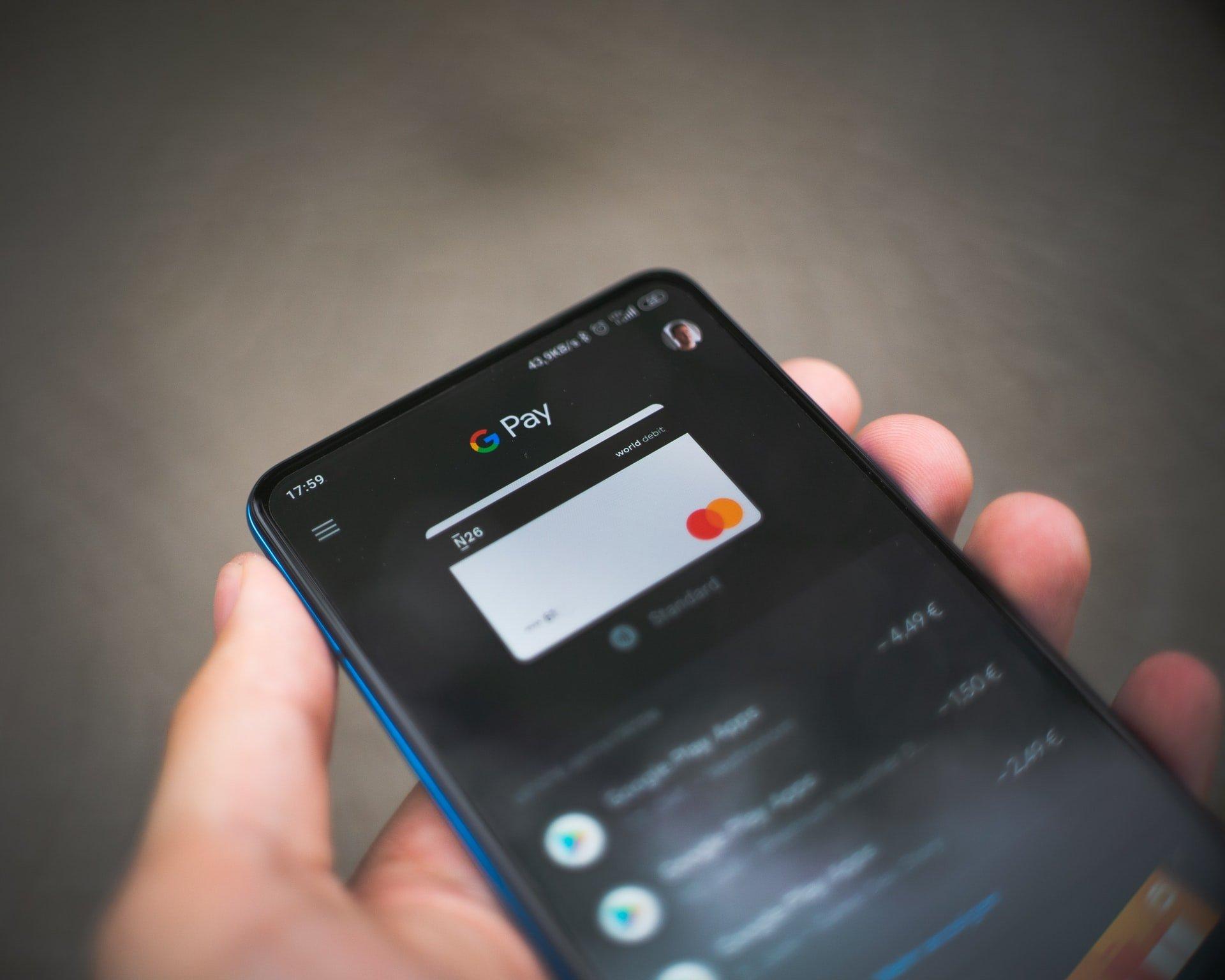 google-pay-smartphone-mastercard