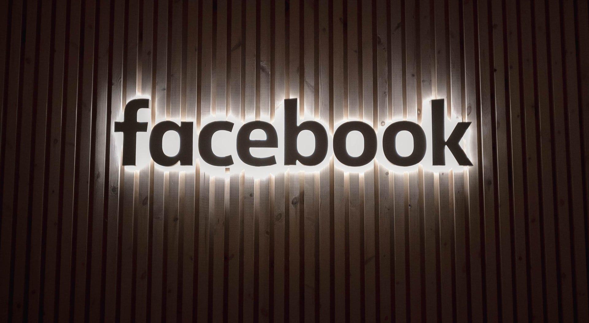 facebook-logo-light