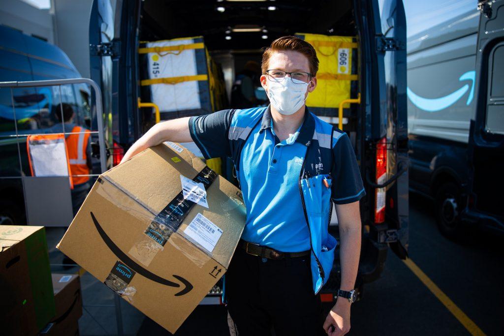 amazon-delivery-mask