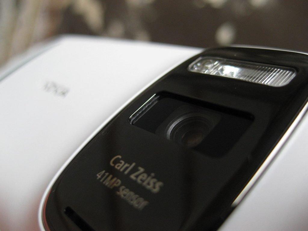 nokia-808-pureview-zeiss-lense