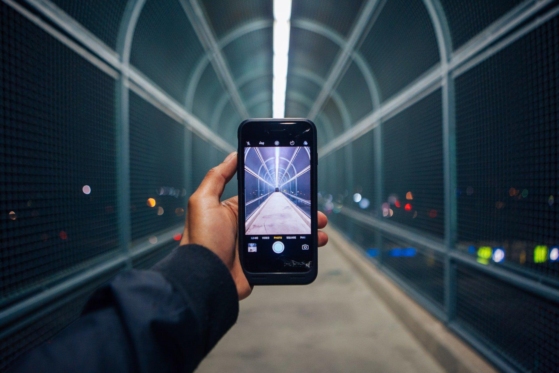 smartphone-bridge-light