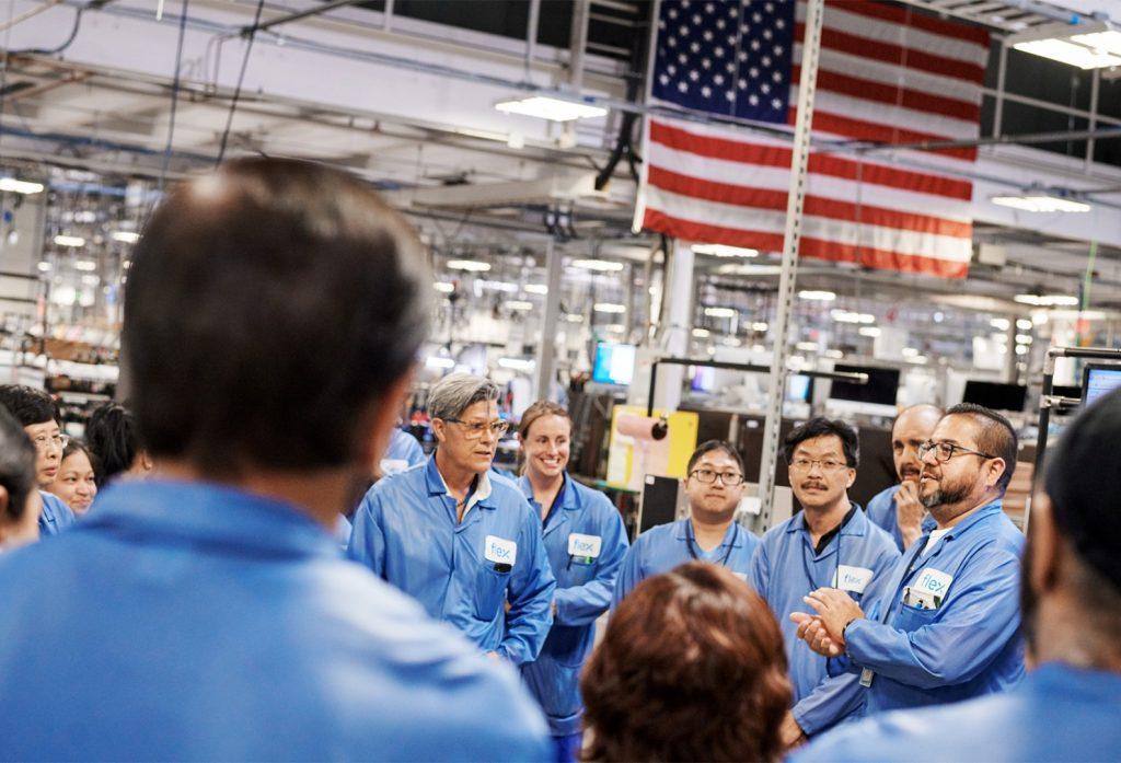 Apple-new-Mac-Pro-made-in-Texas-team-members-meetin
