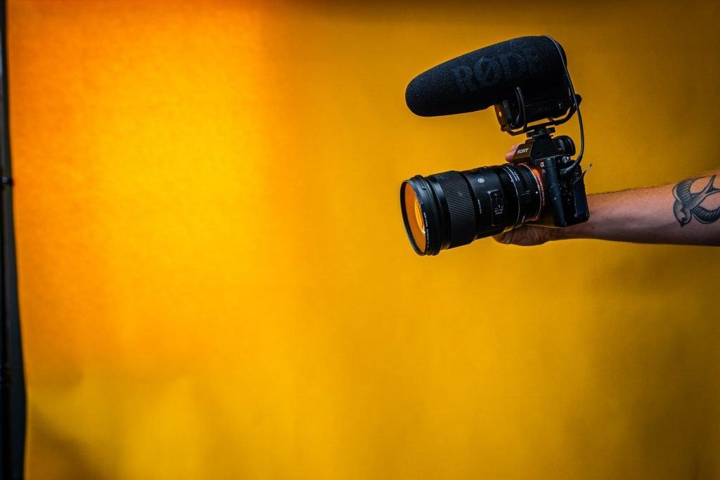vlogger-camera-rode